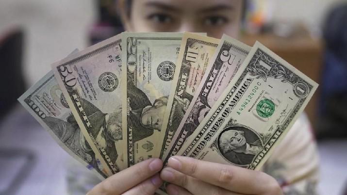Pada Jumat (4/10/2019), US$ 1 dibanderol Rp 14.130/US$ di pasar spot. Rupiah menguat 0,38% dibandingkan dengan posisi penutupan perdagangan hari sebelumnya.