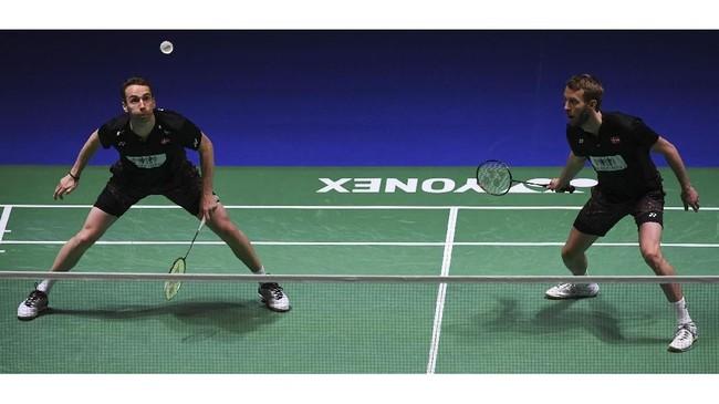 Boe/Mogensenpernah empat kali mengalahkan Kevin/Marcus. Kemenangan terakhir pasangan asal Denmark atas andalan Indonesia terjadi pada September 2017 di final Korea Terbuka. (AFP PHOTO / Paul ELLIS)