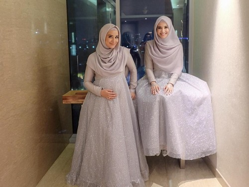 Inspirasi Baju Bridesmaid Hijab Ala Zaskia Sungkar Dan