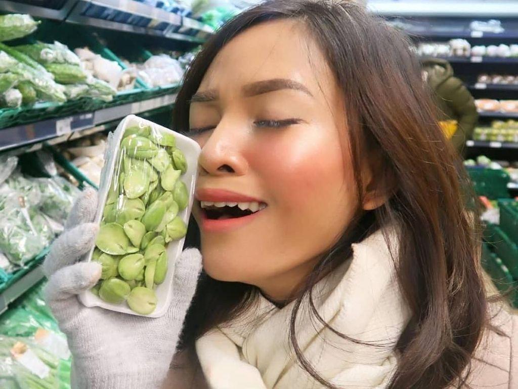 10 Foto Ini Bukti Selebgram Rachel Goddard Doyan Banget Makan