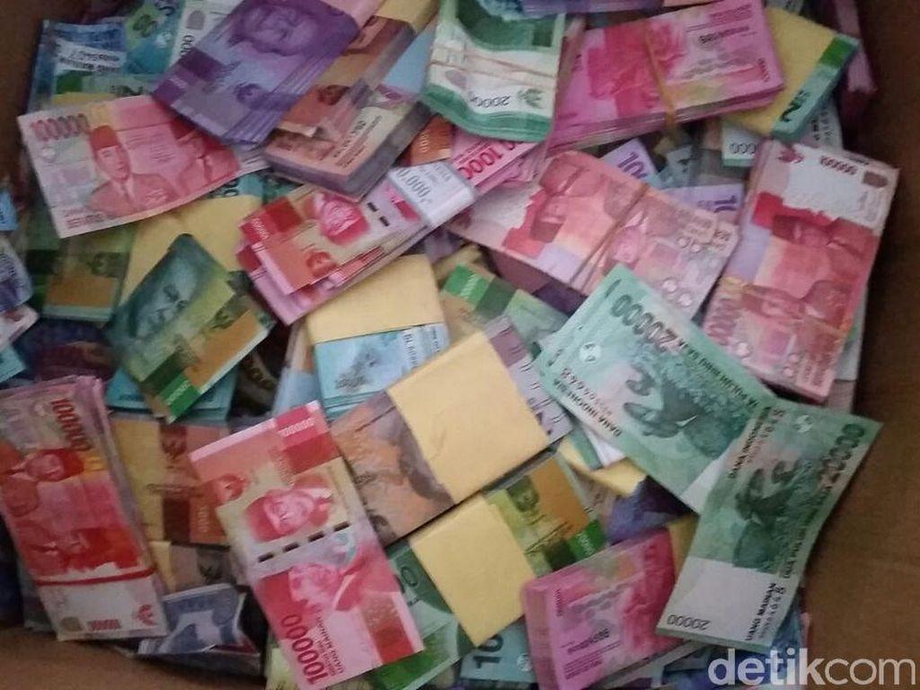 eorang nasabah Bank Central Asia (BCA) di Tulungagung berinisial M diamankan polisi karena membayar utang menggunakan uang mainan senilai Rp 4,5 miliar (Foto: Istimewa)