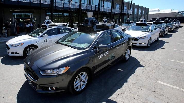 Uber Pecat 100 Operator Mobil Tanpa Sopir, Ada Apa?