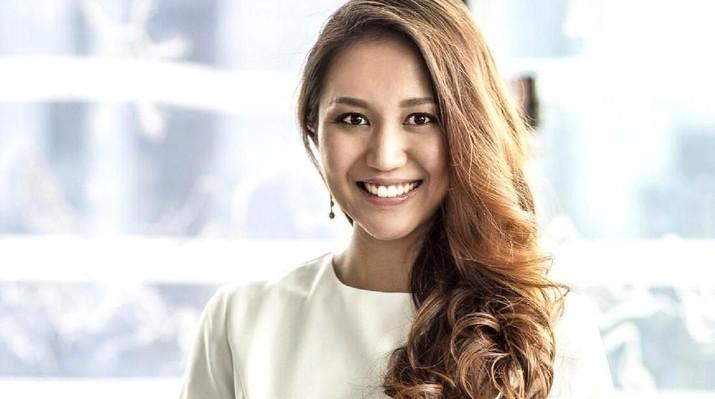 Jika di Indonesia ada Merry Riana yang dikenal sebagai wanita satu juta dolar, Singapura punya Anna Haotanto yang sama sama menjadi miliuner di usia muda.