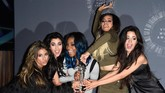 Fifth Harmony juga mulai mendapatkan penghargaan di industri musik, seperti dalam acara MTV Video Music Awards 2014 ini. (Frazer Harrison/Getty Images/AFP)