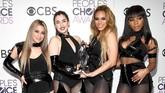 Camila Cabello benar hengkang dari Fifth Harmony pada akhir 2016. Mengejar karier solo menjadi alasannya. Butuh sebulan bagi Dinah Jane, Lauren Jauregui, Ally Brooke dan Normani untuk bisa kembali muncul di depan publik sebagai Fifth Harmony seperti pada foto di Januari 2017 ini. (Kevork Djansezian/Getty Images/AFP)