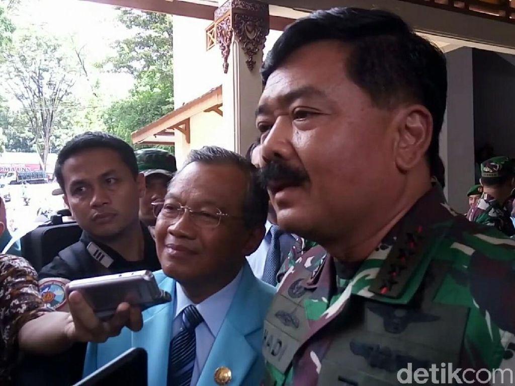 Menanggapi Amien Rais, Panglima TNI Marsekal Hadi Tjahjanto memastikan sudah tidak ada lagi kelompok PKI. Kelompok dengan idealisme komunis sudah dibubarkan. / Foto: Bayu Ardi Isnanto/detikcom