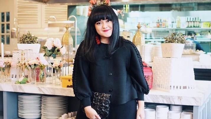 Nama Lizzie Parra tak asing di telinga milenial. Berawal dengan menjadi makeup artist (MUA) dan beauty influencer, Lizzie Parra sukses berbisnis kecantikan.