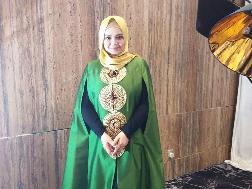 Gaya Hijab Siti Nurhaliza Saat Hamil Muda hingga Melahirkan