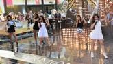 Untuk meningkatkan popularitas mereka, Fifth Harmony rela naik panggung ke panggung lainnya, seperti dalam acara 'Today' pada 18 Juli 2013.(Slaven Vlasic/Getty Images/AFP)