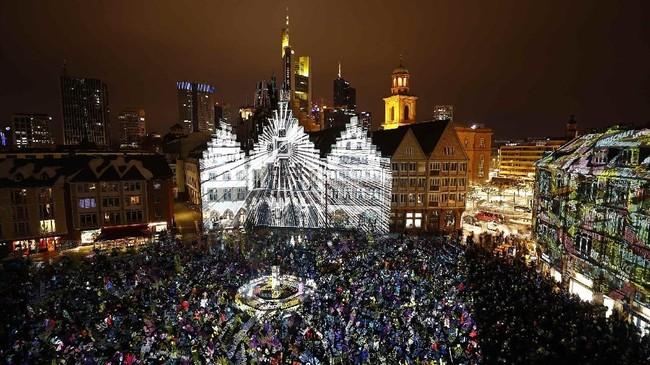 Festival Luminale diselenggarakan dua tahun sekali sejak 2000, di Frankfurt.(REUTERS/Kai Pfaffenbach)