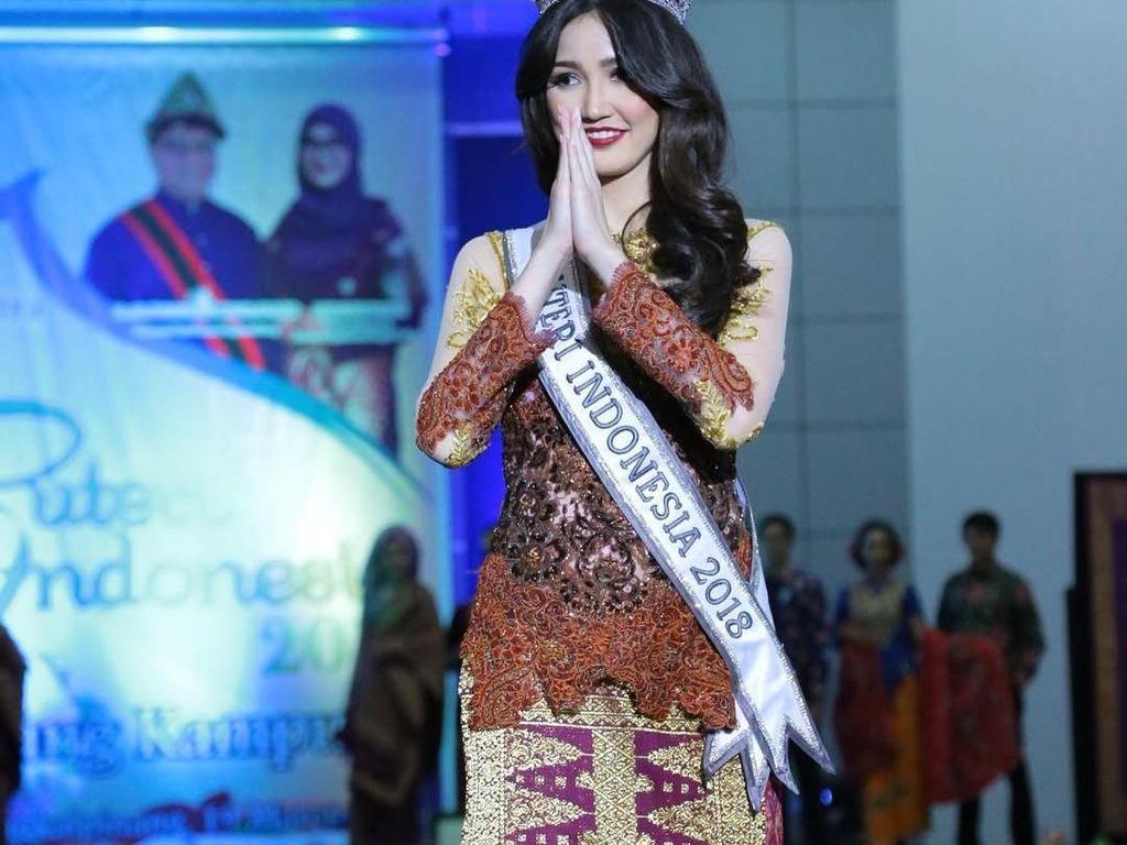 Pulang Kampung, Puteri Indonesia 2018 Promosikan Kain Khas Belitung