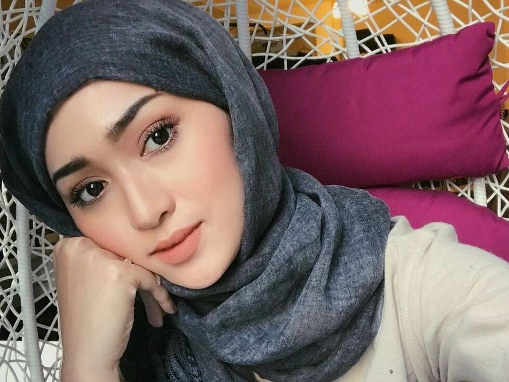 Suzana Manaf, WAGs Berhijab Pendatang Baru di Paddock MotoGP