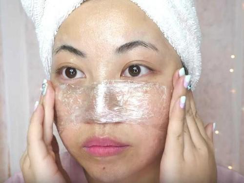 Wanita Ini Hilangkan Komedo Pakai Vaseline, Tak Disangka Hasilnya Memuaskan