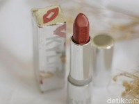 Product Review: Mencoba Lipstik Terbaru Kylie Jenner Silver Series