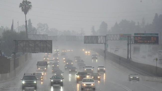 BMKG 'Wanti-wanti' Cuaca Ekstrem Hingga Awal Mei