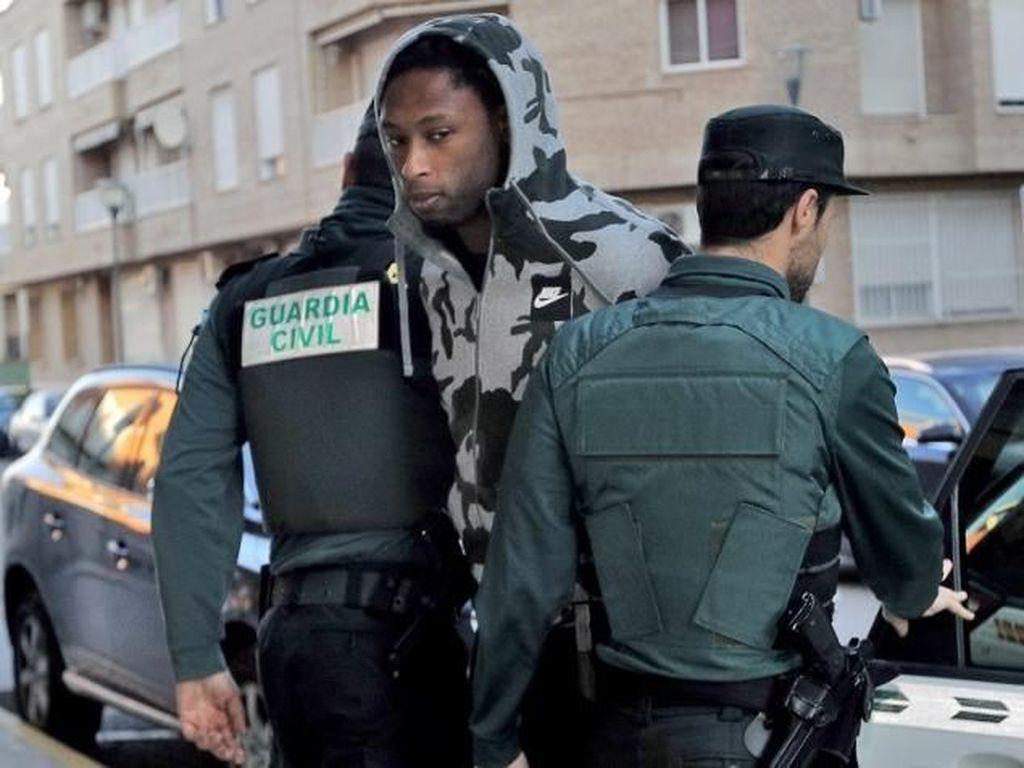 Ruben Semedo (bek tengah). Pemain Villarreal berusia 23 tahun ini masih ditahan polisi dalam penyelidikan kasus percobaan pembunuhan. Sebelum itu Semedo juga sempat menghadapi kasus hukum lain atas dugaan kekerasan dengan senjata api. (Foto: Stringer/AFP Photo)