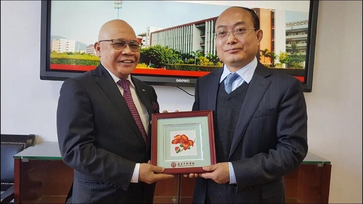 Jusman Syafii Raih Anugerah Gelar Profesor Emeritus Keuangan
