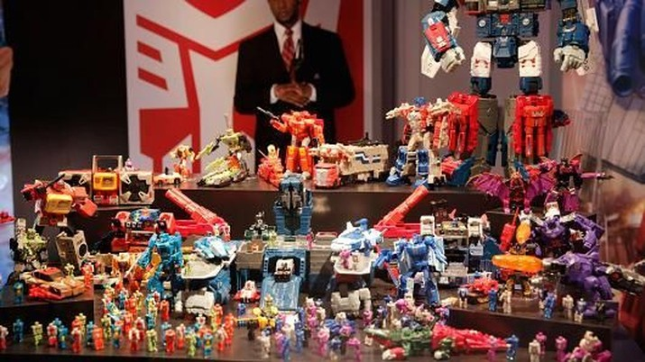 Hasbro adalah toko ritel penjual mainan yang menciptakan Monopoly dan Play-doh.