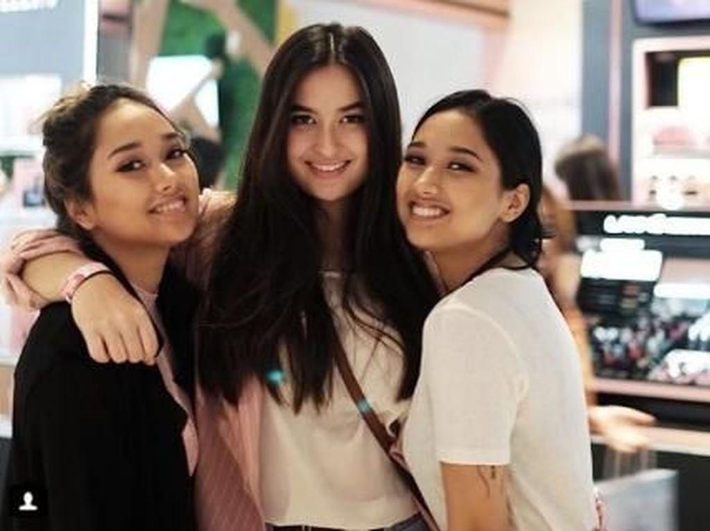 Melihat Kompaknya Putri Cantik Titi DJ
