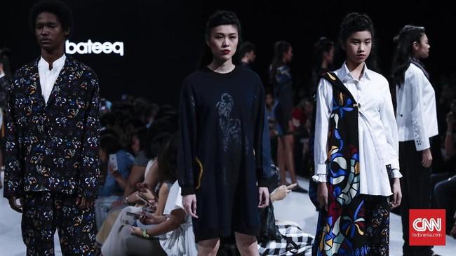 Sebelum memboyongnya ke hadapan publik di Indonesia, koleksi 'Kelir' disebutkan juga tampil di ajangSeoul Fashion Kode, di Seoul, Korea Selatan pekan lalu. Potongan busana yang simple, membuat koleksi ini bisa dibawa untuk acara santai, juga formal. (CNNIndonesia/Safir Makki)