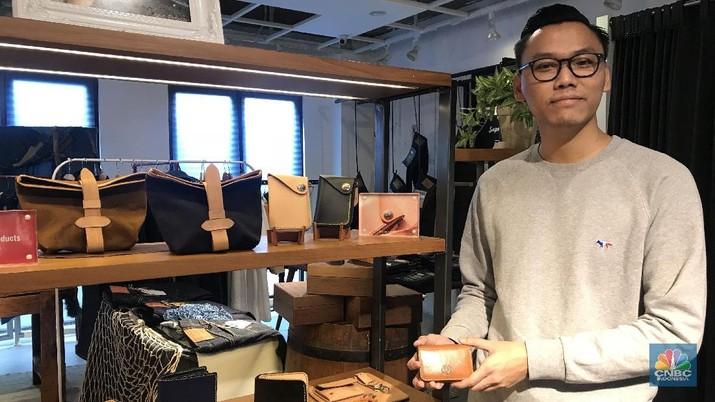 Barisan entrepreneur muda memanjang dengan hadirnya Stephen Khrisna Lucas. Sukses dengan bisnis produk kulit 'Voyej' yang kini merambah pasar negara tetangga.