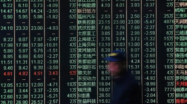 A man is seen against an electronic board showing stock information at a brokerage house in Hangzhou, Zhejiang province, China March 23, 2018. REUTERS/Stringer ATTENTION EDITORS - THIS IMAGE WAS PROVIDED BY A THIRD PARTY. CHINA OUT.