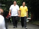 Bukber Golkar, Jokowi Pamer Jaket Kuning Asian Games