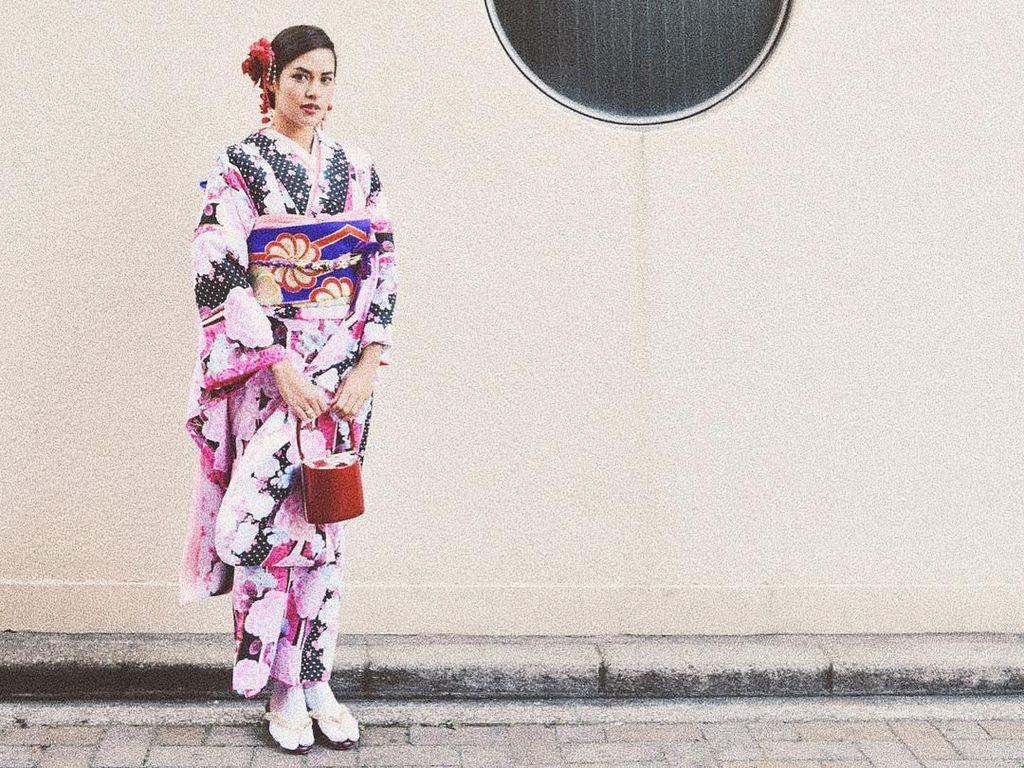 Foto: Cantiknya Raisa Bergaya ala Wanita Jepang Pakai Kimono