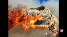 VIDEO: Animatronik T-Rex Raksasa Hangus Terbakar