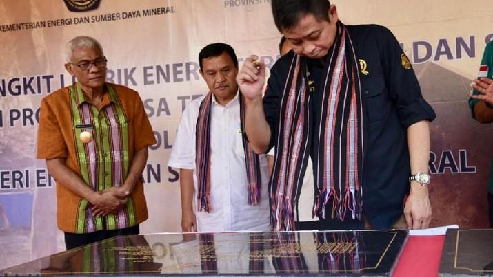 Jokowi menyinggung soal impor migas yang masih tinggi.