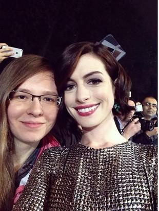 Bikin Iri! Cerita Wanita yang Pernah Selfie dengan 500 Artis Dunia