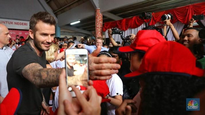 David Beckham mengunjungi Indonesia menggunakan jet sewaan.