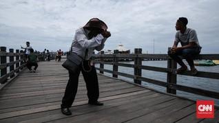 Balada Tukang Foto Keliling di Ancol