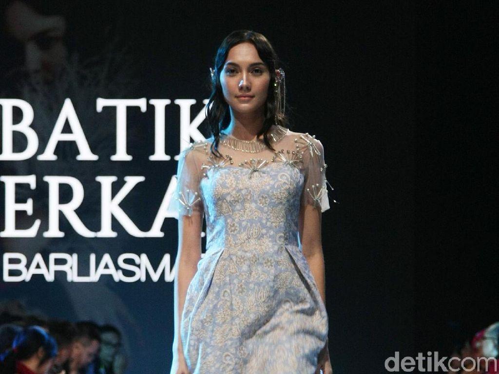 Foto: 20 Koleksi Terbaru Barli Asmara yang Mengangkat Batik Jambi