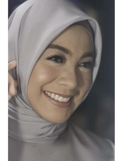 Inspirasi Gaya Hijab Istri Ananda Omesh untuk yang Baru Berhijrah 1