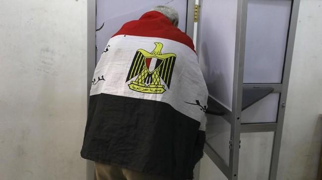 Satu-satunya pesaingnya adalah Moussa Mostafa Moussa, pendukung lawasnya yang disebut-sebut sebagai penantang pura-pura. (REUTERS/Mohamed Abd El Ghany)