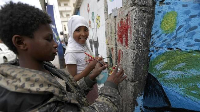 Di sisi lain, gerakan ini membuat anak-anak Yaman dapat menyembuhkan diri mereka dari pengalaman traumatis akibat konflik tak berkesudahan di negara itu.(AFP PHOTO / Mohammed HUWAIS)