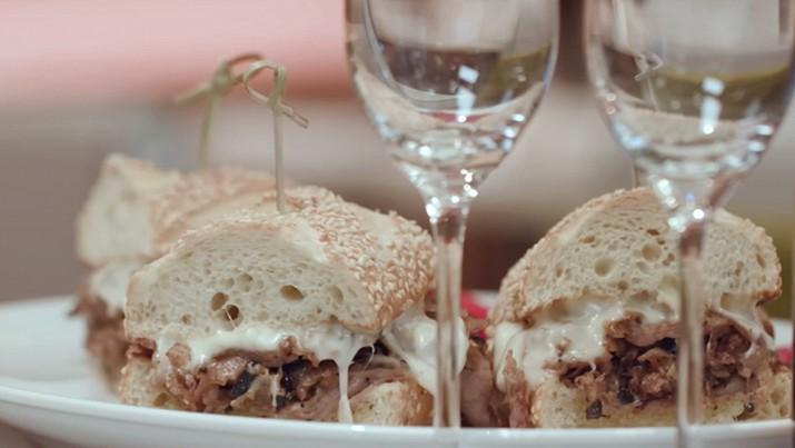 Menu restoran di Barclay Prime, Philadelphia sungguh tidak biasa. Mereka menyajikan menu sandwich termahal di dunia yang mencapai Rp 1,6 juta