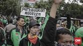 Jokowi menunjuk Menteri Perhubungan dan Menteri Komunikasi dan Informatika untuk menjadi penengah pertemuan antara perusahaan aplikasi dengan pengemudi ojek. (CNNIndonesia/Adhi Wicaksono)