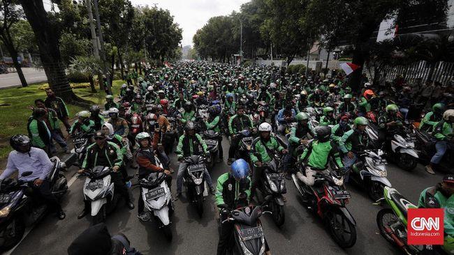 Jokowi Relaksasi Cicilan Motor Ojol 1 Tahun Imbas Corona