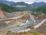 Luhut: Kurangi Impor, Ada Proyek Infrastruktur yang Ditunda