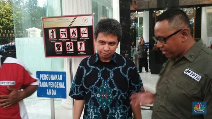 Managing Director Grab Indonesia Ridzki Kramadibrata saat bertemu dengan driver transportasi online di Kompleks Istana Kepresidenan.