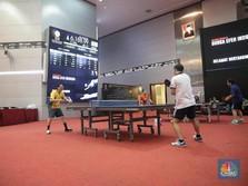 Saat Lantai Bursa Dijadikan Arena Bermain Tenis Meja