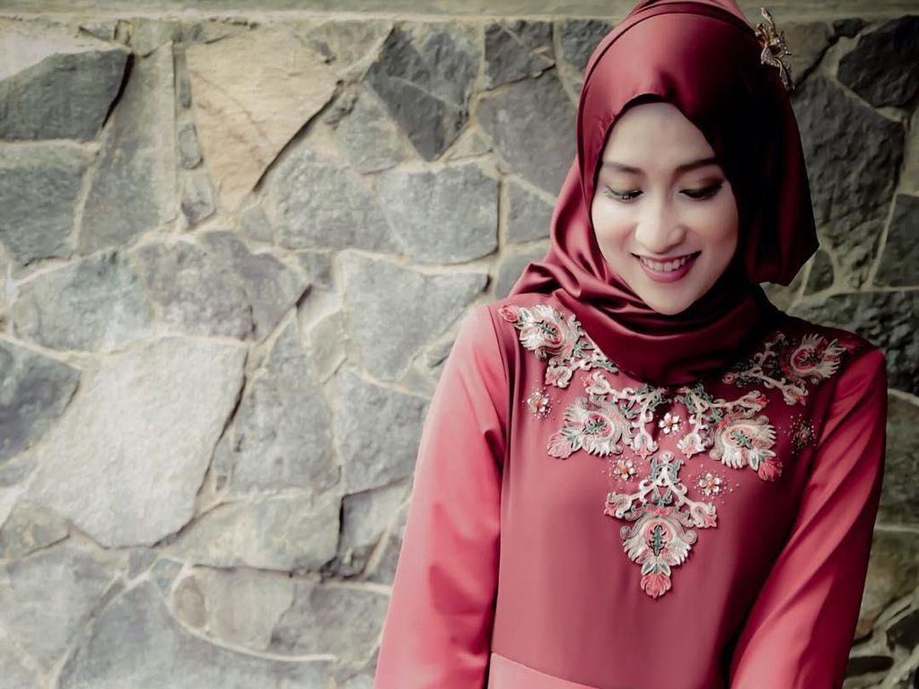 Foto: 11 Gaya Hijab Dosen Cantik Asal Sukabumi