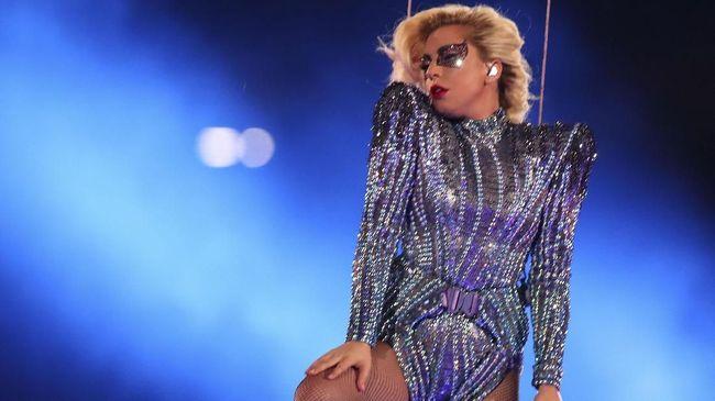 Lady Gaga Tak Bisa Pulang ke Rumah Usai Kebakaran California