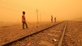 Para pakar memperingatkan Sudan dan kawasan akan mengalami lebih banyak badai. (REUTERS/Mohamed Nureldin Abdallah)