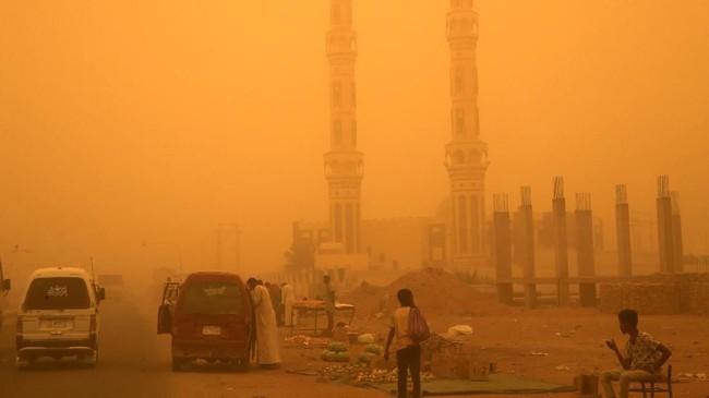 Namun, pada kasus-kasus sebelumnya, haboob hanya berlangsung dalam waktu beberapa jam. (REUTERS/Mohamed Nureldin Abdallah)
