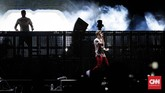 Untuk ketiga kalinya, duo DJ The Chainsmokers menghibur fan di Indonesia. (dok. CNNIndonesia/Safir Makki)