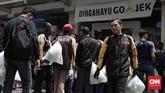 Proses akuisisi Grab terhadap operasional UberMotor di Asia Tenggara turut berimbas pada para pengemudi Uber di Indonesia. (CNNIndonesia/Safir Makki)