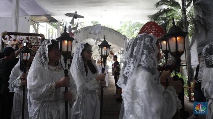 Kepada umat Kristiani agar perayaan Paskah pada tahun ini bisa dilakukan di rumah masing-masing.